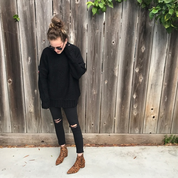 Boutique Sweaters - JUST IN! Black Chunky Knit Sweater