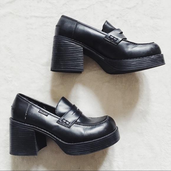 e62c4211e8a Vintage 90s Mudd Chunky Black Heel Shoes. M 5a07cf5f41b4e017c70ffec4