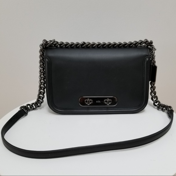 261255d38bc8 Coach shoulder bag with chain strap
