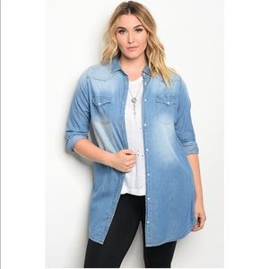 Tops - 🎉HP🎉 Curvy Collection Chambray Top