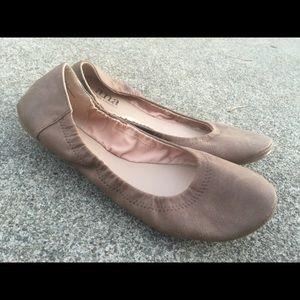 Women's A.N.A Taupe Beige Ballet Flats 8.5M EUC