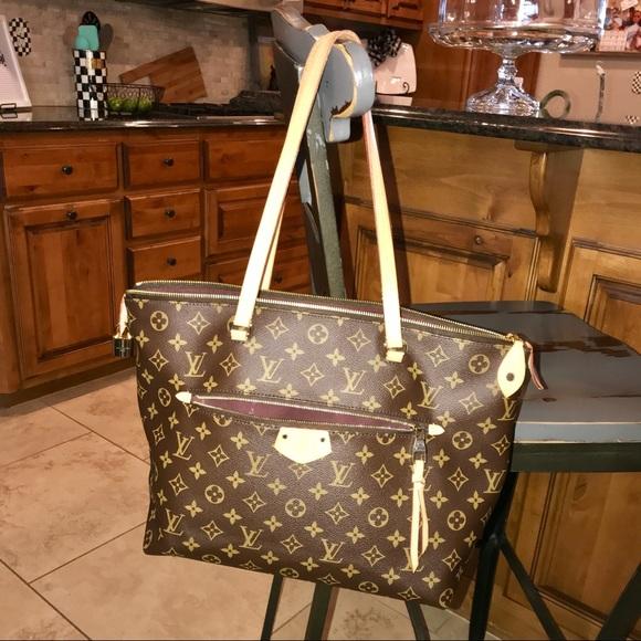 acf8213ab9d7 Louis Vuitton Handbags - Louis Vuitton Iena MM