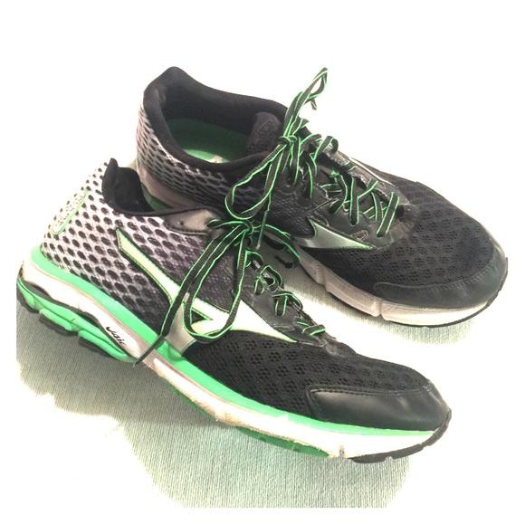 mens mizuno running shoes size 9.5 europe grey