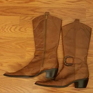 Pointed leather cowboy boots
