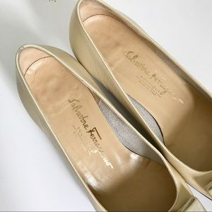 Salvatore Ferragamo Shoes - Salvatore Ferragamo Ivory Cream Vara Bow Heels 8.5