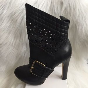 Matiko Shoes - Matiko Black Leather Booties