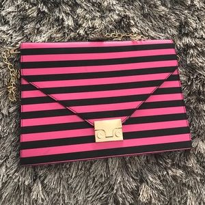 Notebook style bag
