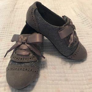Adorable lavender/grey girls shoes!