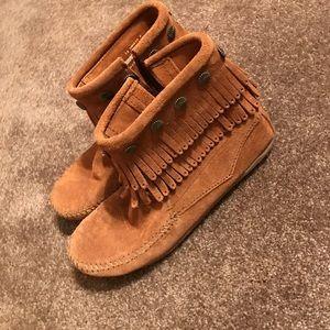 Shoes - Minnetonka