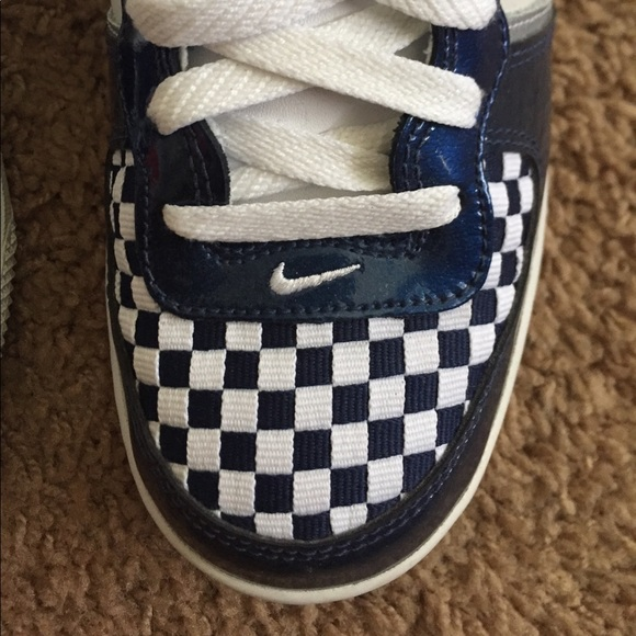 df6175c2a199 Youth Nike Blue and White Checkered Sneakers. M 5a08a6394e8d17d9ae125120