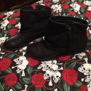 EMU ankle boots size 8.5