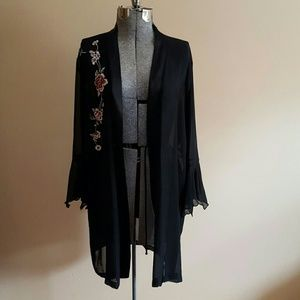 ⬇️ $25 Vintage Black Embroidered Robe Duster