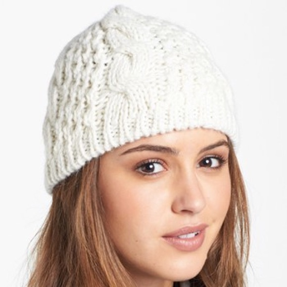 North Face Women s Fuzzy Cable Beanie. M 5a08b0b4620ff7c18212d051 76c3b53ba43