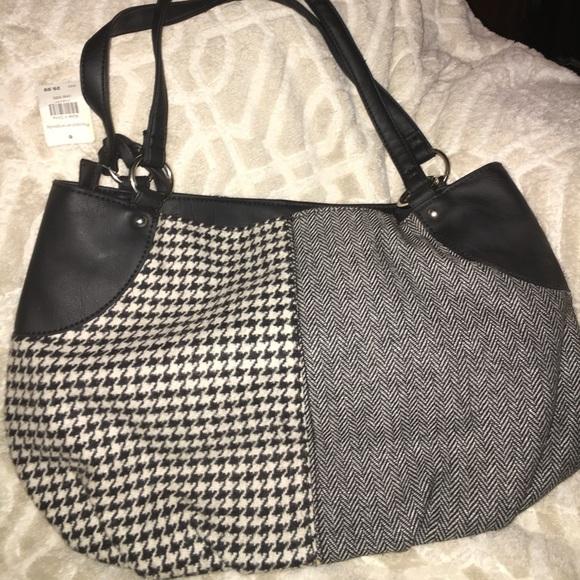 8d1518c6ec32 Really nice medium size purse 👛❤ . No Brand