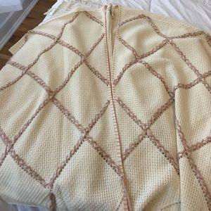 Sweaters - Warm pancho