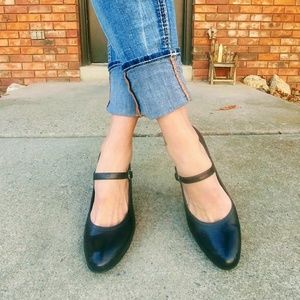 apostraphe midnight blue Mary jane heels