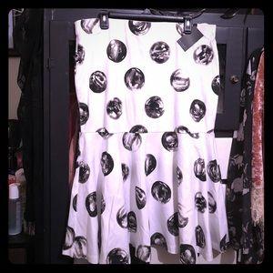 Very stylish Eloquii women's back zip skirt!