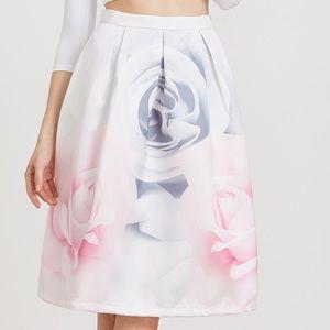 Dresses & Skirts - 🆕white Floral flare skirt w/back zipper