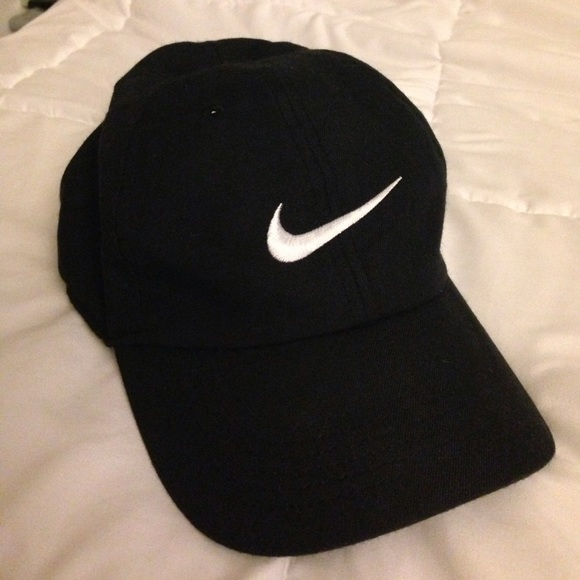 c27b0820010 Black Mens Nike Dri-FIT Train Twill Cap Never Worn.  M 5a08c79d41b4e00d59135691