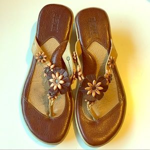 Born Sandals Leather Flower Thong 40.5 9 9.5