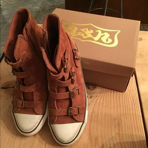Shoes - Brown suede ash sneakers. Size 8