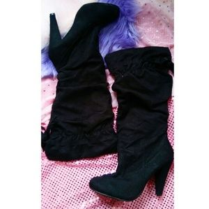 Size 8 Black Suede Heel Boots