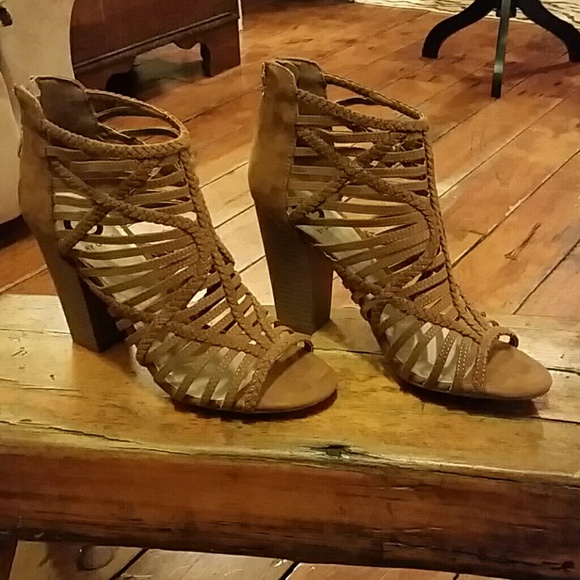 ad3341361 Guess Shoes - Guess Zipper Back Sandals Sz 10M