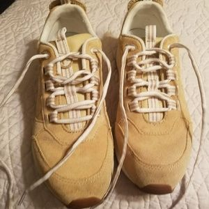 Like new Rockport athletic tennis shoes size 8