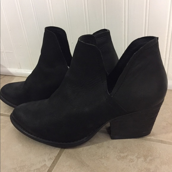 93ae17f6389 Steve Madden Black Leather Adelphie Bootie 10 M. M 5a08f8a83c6f9fb9e80fb554
