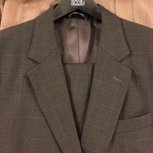 Jos A Bank Brown w/ Gold Glenn Plaid Suit 42L Long
