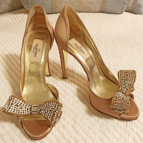 4b2b29d1b18 Valentino Garavani Jewelry Couture Bow d Orsay. M 5a08fba29c6fcf33e9147fc0