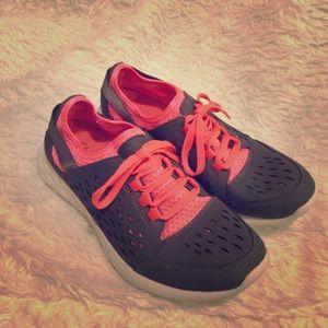 CLARKS sneakers gray/orange SZ 7.5