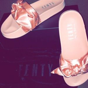 7.5 REAL Fenty Puma bow slides