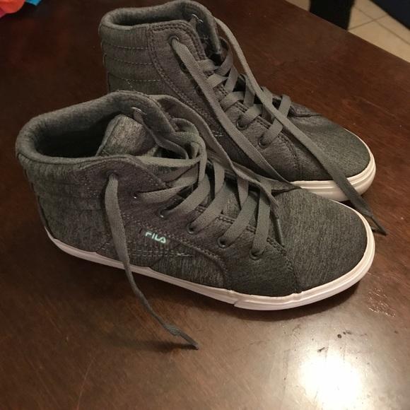 Fila Shoes - FILA  . Size 5 Boys