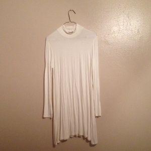 Dresses & Skirts - NWOT Boutique White Swing Dress