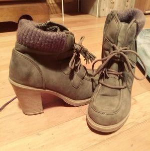 EUC Comfy ankle boots