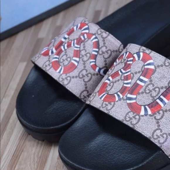 13918b20b05b Gucci Kingsnake Slides Sz 10