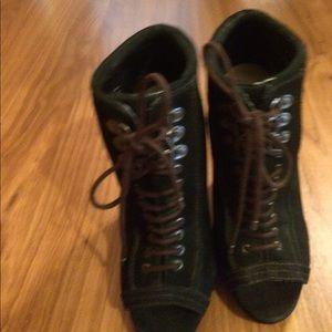 🎈REDUCED FIRM, NWOT, black Suede leather boots.