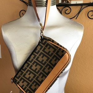 Handbags - NWOT wristlet clutch perfect cell plus size