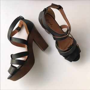 Qupid - black strappy platform heels/ sandals