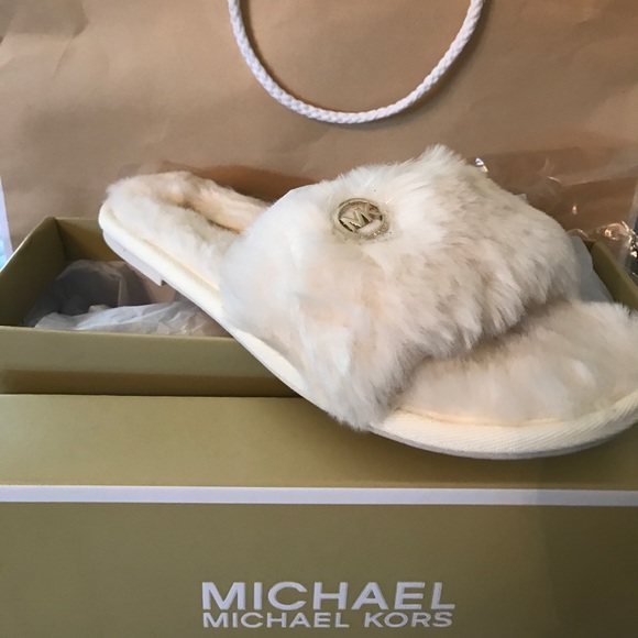 b2ea941603acc Michael Kors Jet Set Faux Fur Slide Slippers. M 5a09d8fa981829b922171949