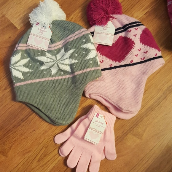 Girls hats and gloves set. NWT. target f1b4a584dc8