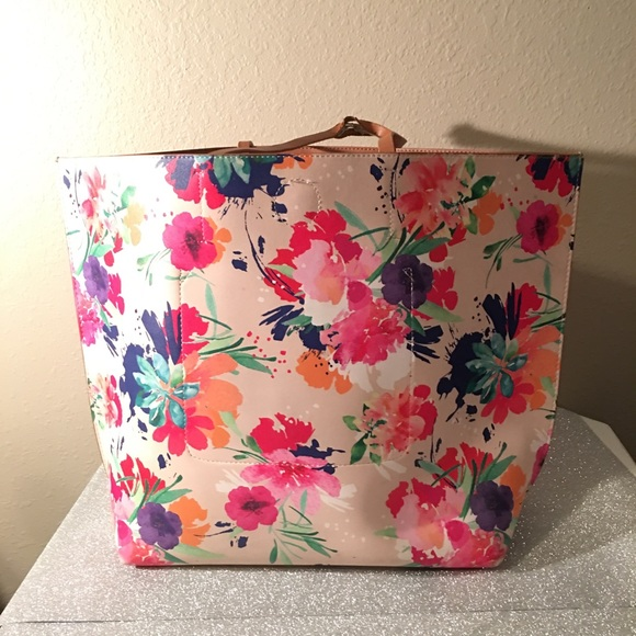 08016d663a6 Mark   Hall purse. M 5a09e95a680278694c1751a2