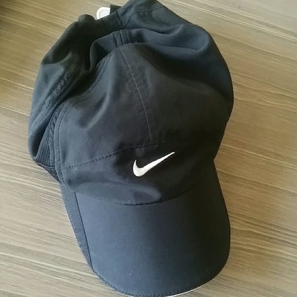 5fa52ffa67797 Nike feather light dri-fit women s hat small. M 5a09ea6ef739bc7be317686e