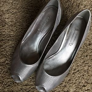 Ecco Shoes - Ecco Silver perforated leather peep-toe pumps 39