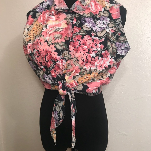 Vintage Tops - Vintage 90's Floral cropped top blouse shirt