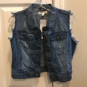 NWT Women's Jean Vest in a Size Small