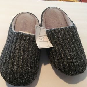 Other - NEW MENS Slippers