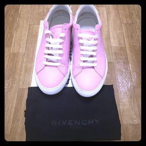 Women's Givenchy low top urban sneaker