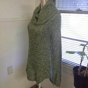 Dark green crowl neck sweater nwot